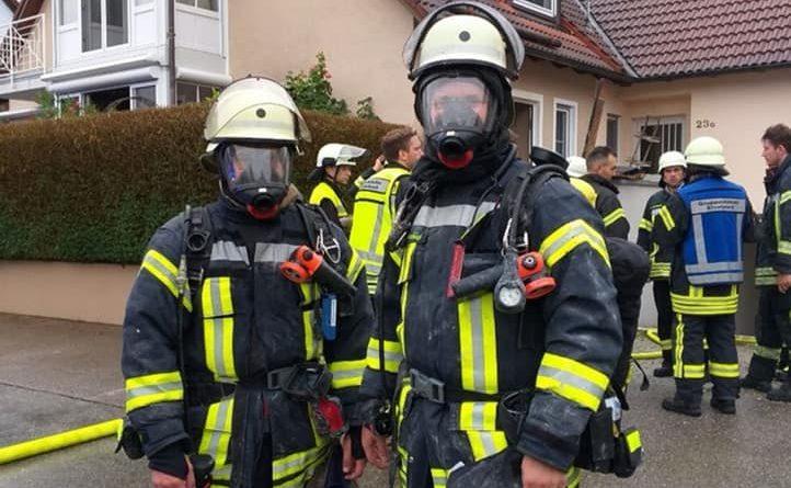 Zimmerbrand mit Personen in Gefahr
